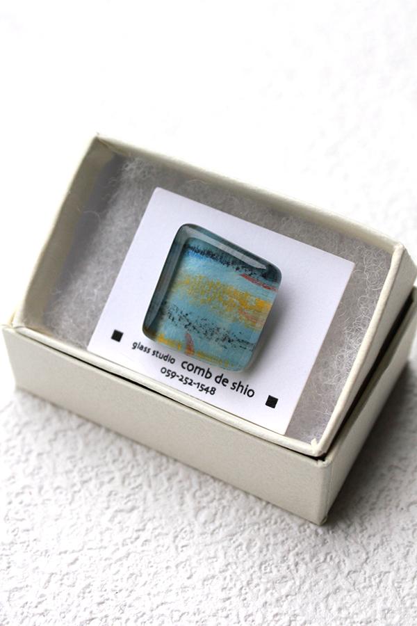 ガラスのラペルピン