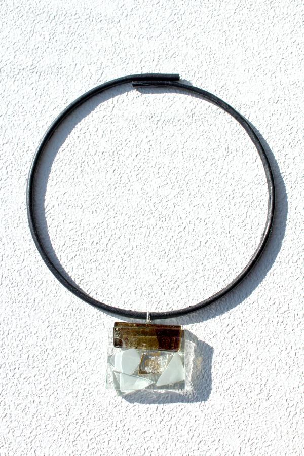 ガラスの革チョーカー