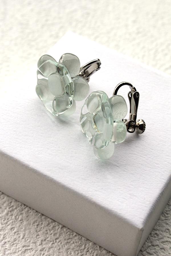 ガラスのイヤリング