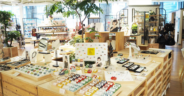 阪神梅田本店7階で展示中です
