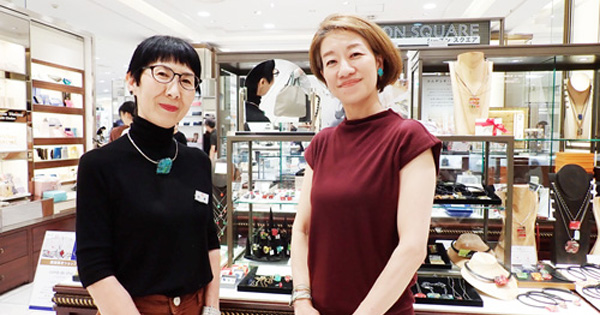 横浜髙島屋で人気のコムデシオ・ガラスアクセサリーは?