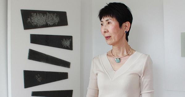 ベージュ革チョーカー で作る、Isakoの夏の大人女性のシンプルスタイル