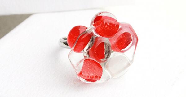 【お客様の声】幼馴染の還暦のお祝いに。赤いガラスの指輪をプレゼント