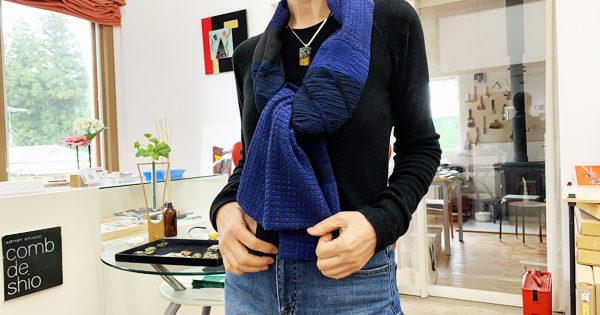 コムデシオガラスとスカーフの組み合わせ